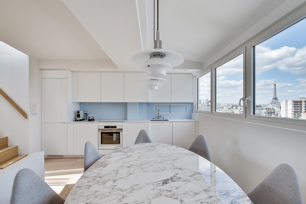 Réaménagement d'un appartement à Paris et création d'un rooftop : cuisine architecte