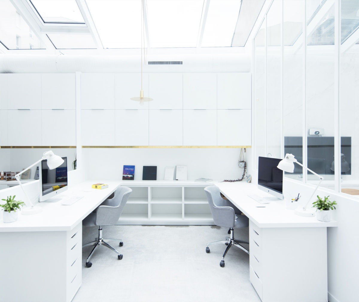 Transformation d'un garage automobile en bureaux : Vue sur une alcove
