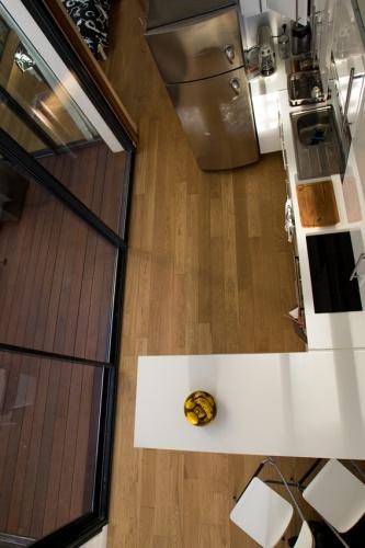 Construction d'un loft : 10 Vue plongeante sur la cuisine.jpg