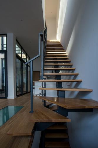 Construction d'un loft : 11 Creation d'un escalier metal et bois.jpg