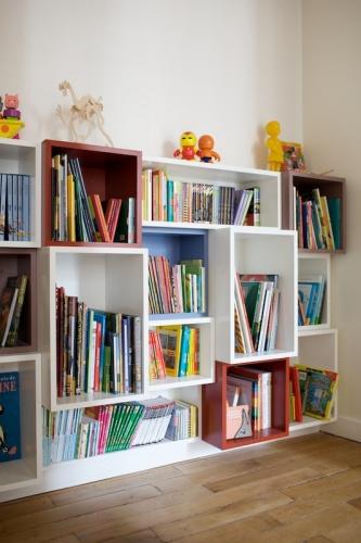 Bureaux et bibliothèque pour enfants