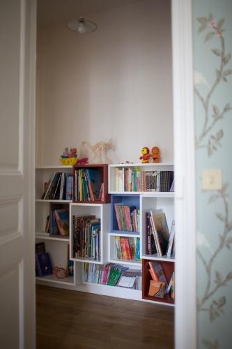 Bureaux et bibliothèque pour enfants : 090520-Agnes-182