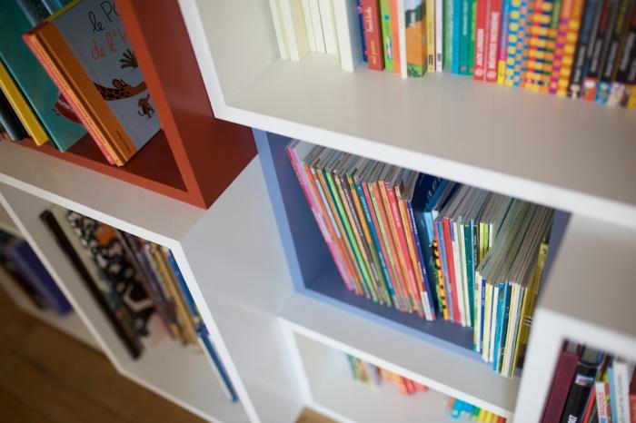 Bureaux et bibliothèque pour enfants : 090520-Agnes-153