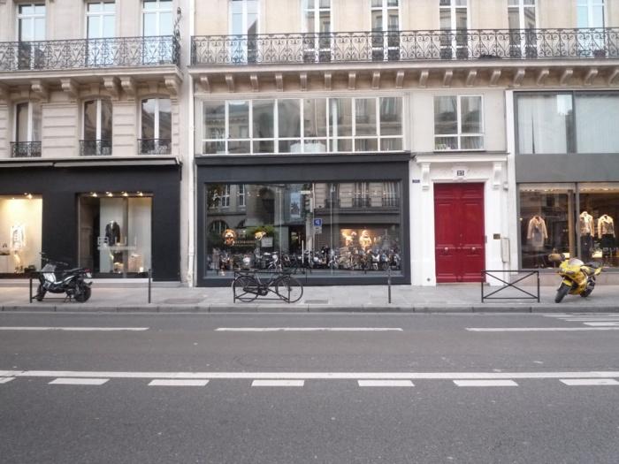 Vitrine de boutique rue Etienne Marcel