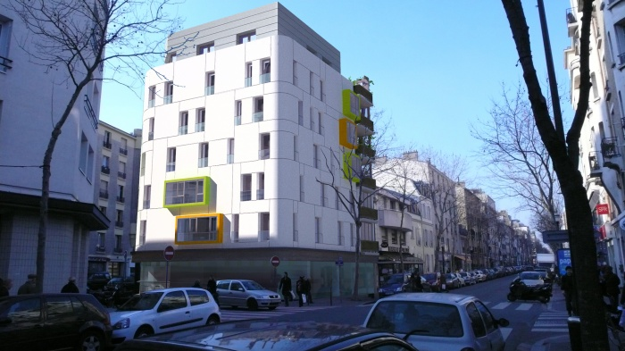 Construction d'un immeuble de 13  logements et deux locaux commerciaux