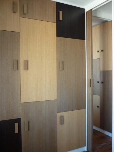 Aménagement des chambres à l'étage d'un duplex : chambre adulte