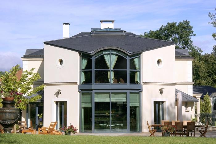 Architectes villa de luxe versailles for Architecte jardin versailles
