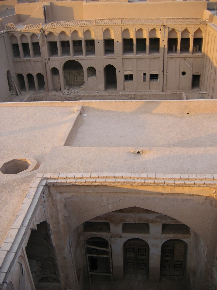 Centre Zoroastrien à Yazd : coté privée, coté jardin, 2 cours