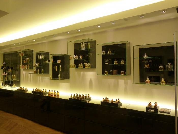 Parfumerie - Paris : P1000948
