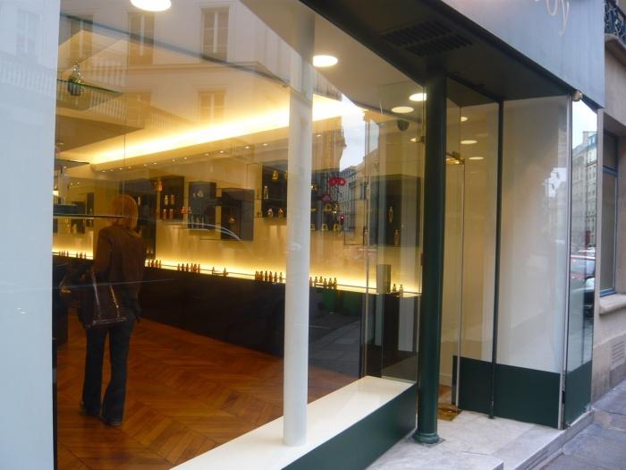Parfumerie - Paris : P1040197