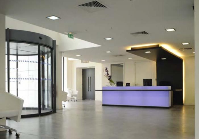 CRCI- Chambre Régionale de Commerce et d'Industrie  Rhône-Alpes-Aménagement du nouveau siège à la Confluence. : installation banque en Corian rétroéclairée