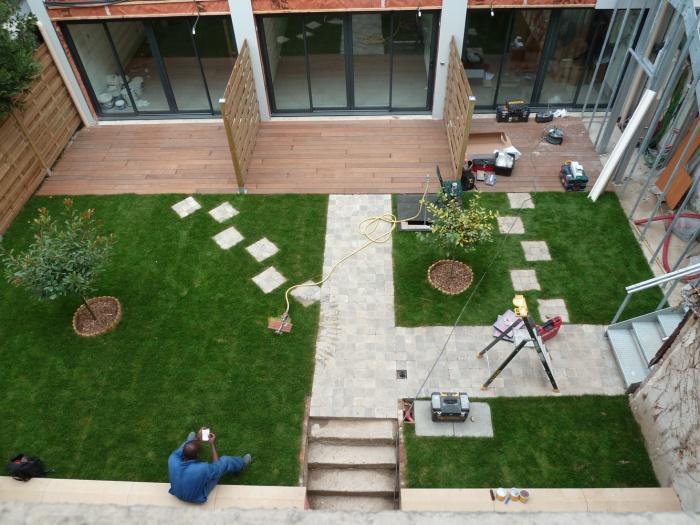 Trois maisons de ville, duplex et studio : jardins