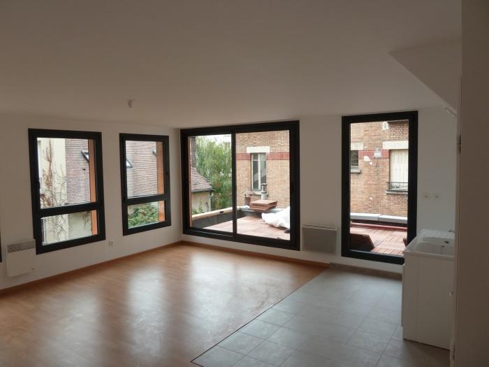 Trois maisons de ville, duplex et studio : séjour sur terrasse I