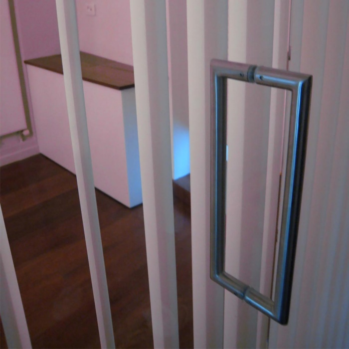 Appartement Saint-Merri : paroi vitrée chambre