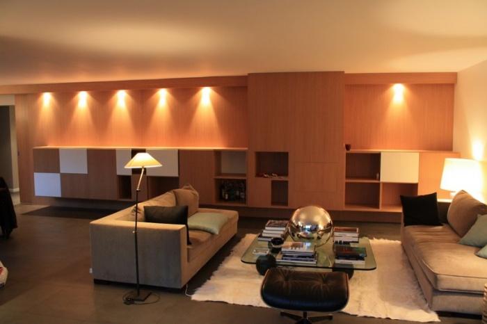 réaménagement de 2 niveaux d'une maison individuelle et création d'un meuble menuisé avec cheminée intégrée