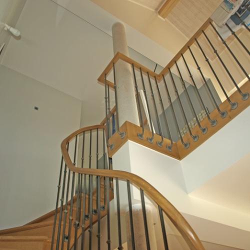 Extension Hybride Béton-Bois : espace ouvert de l'escalier
