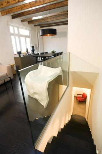 Un atelier boisé et masculin : Escalier