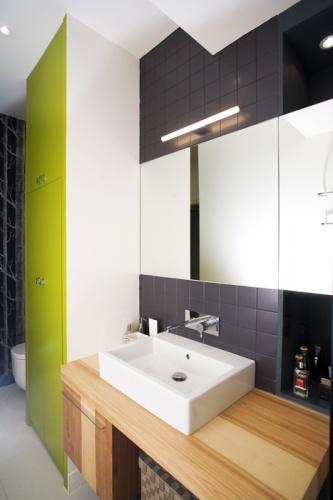 Poutres et avant-gardisme dans le Marais : Salle de bain