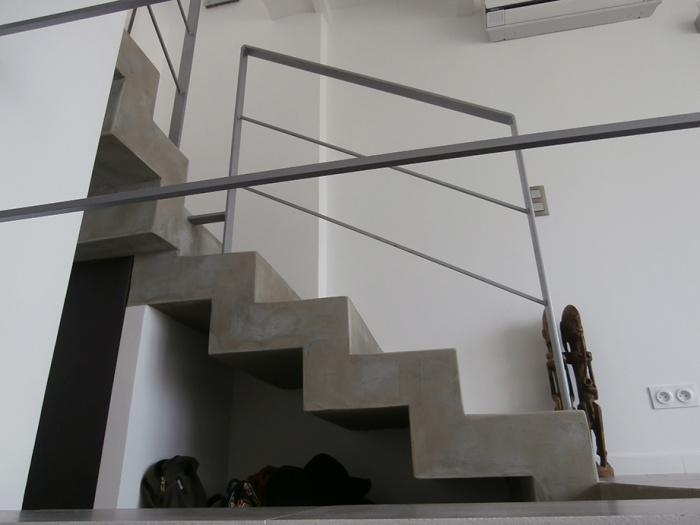 réhabilitation d'une maison individuelle_Marseille 8ème : détail escalier béton