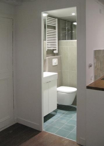 Studio 22m²_Paris 4ème : vue salle d'eau et entrée