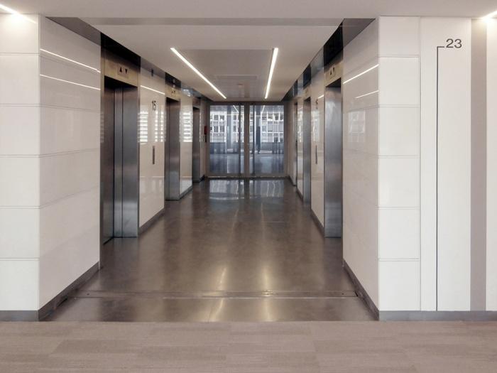 aménagement d'une tour à la Défense (suivi de chantier) : vue paliers ascenseurs