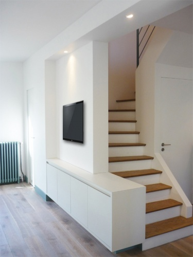 Architectes pavillon des ann es 50 saint for Meuble tv sous escalier