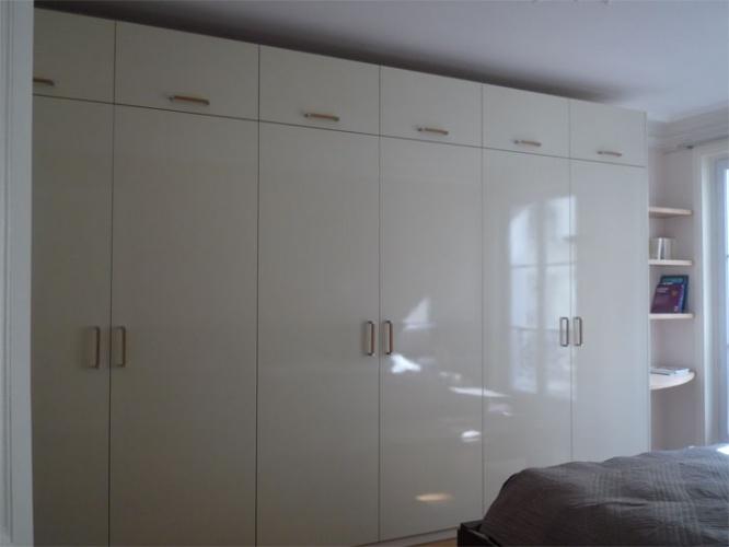Rénovation d'un appartement rue du Faubourg Saint Honoré : Chambre parents - penderie