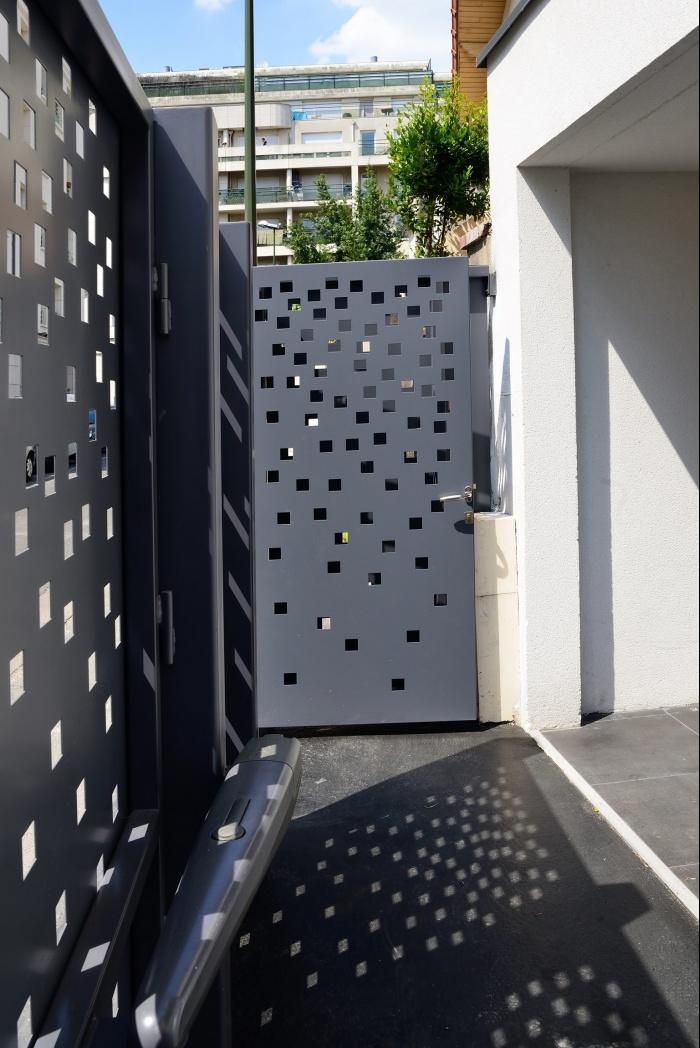 Maison Cubique : patio devant