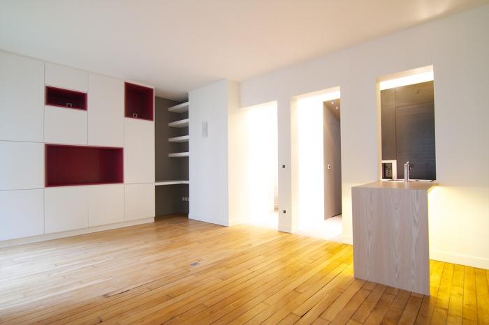 Appartement à Neuilly : vue du séjour vrs le grand meuble sur mesure