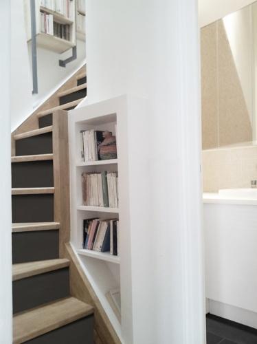 Duplex sous les toits à Montmartre : yemesaunier-duplex-escalier-salle-de-bain