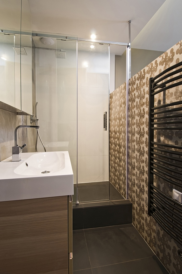 Architectes appartement rue du chemin vert paris for Salle de bain que mettre au mur