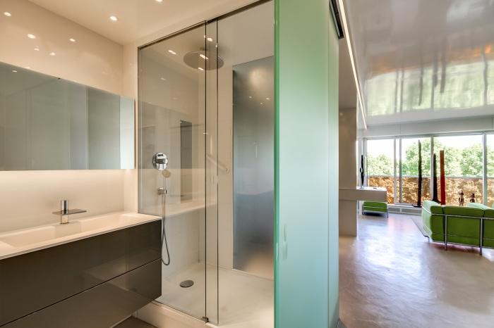 Appartement à Paris 07 : Vue salle de bain/séjour