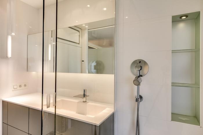 Appartement à Paris 07 : Vue salle de bain2