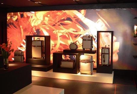 Store concept Samsonite Black Label : mur de présentation SBL