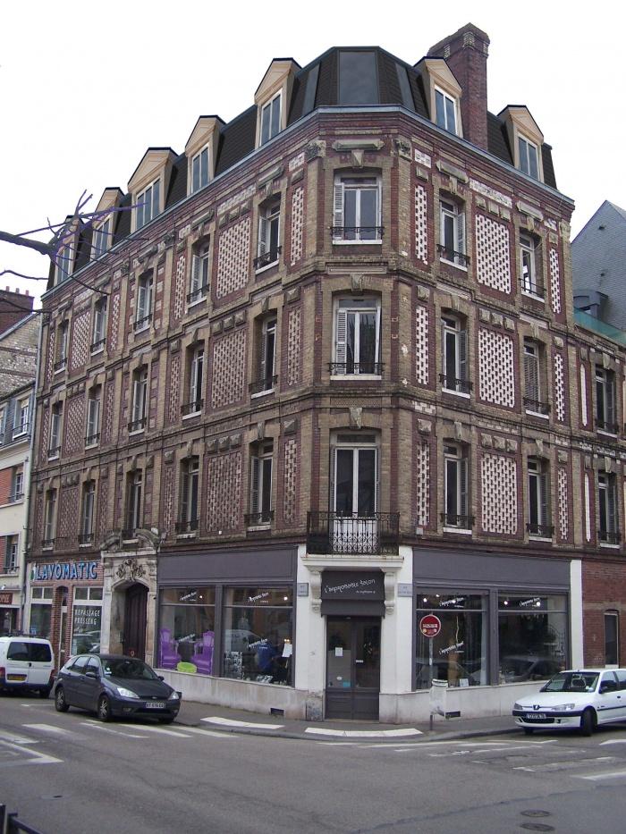 Surélévation d'un immeuble et réaménagement intérieur