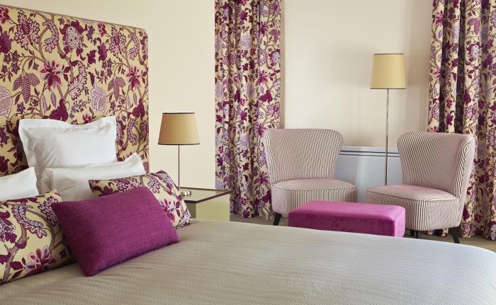 Hotel : http://www.architectes-bordeaux.com/images/image_projet_mini_92006chambre 1