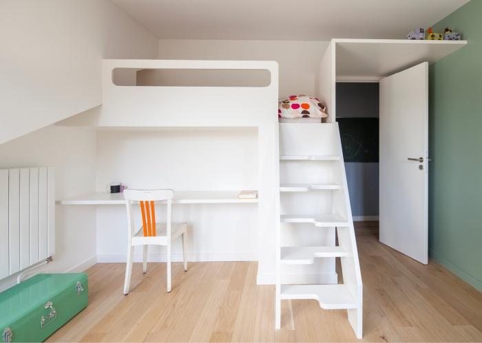 SURÉLÉVATION D'UNE MEULIÈRE A PANTIN : Chambre enfant avec lit mezzanine
