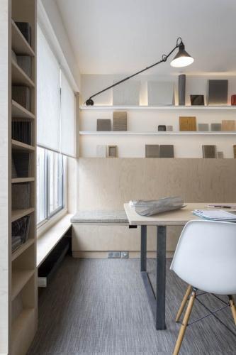 Showroom Adjectif D : Détail meubles en multiplis bouleau